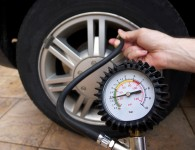 Hướng dẫn kiểm tra bánh xe nâng đúng kỹ thuật