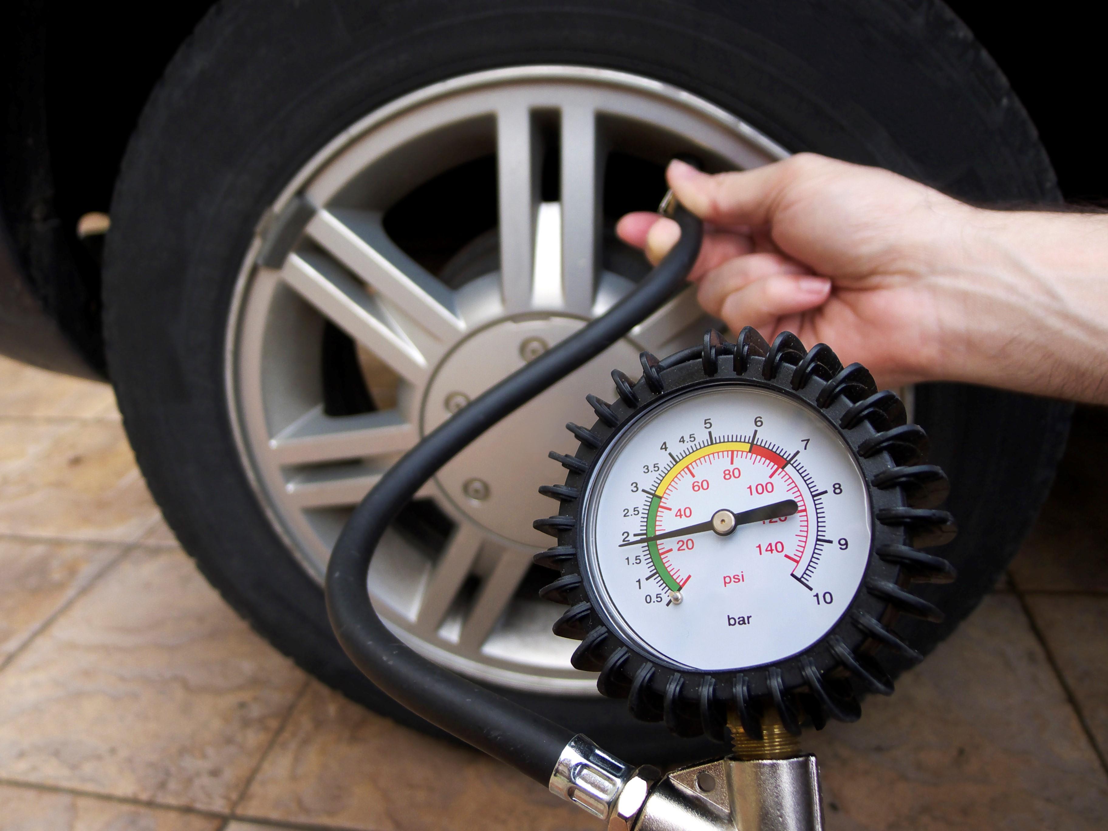 Áp suất hơi bánh xe nâng